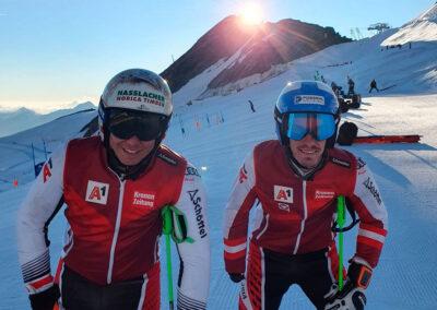 Ski-Asse im Formaufbau für den Super-Winter